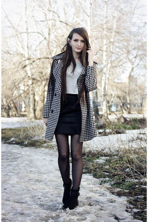 black suede Zara boots - off white houndstooth PERSUNMALL coat