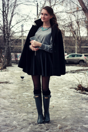 dark gray rain Hunter boots - black wool Zara coat
