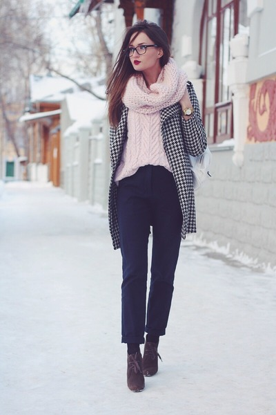 light pink wool Bershka sweater - black houndstooth PERSUNMALL coat