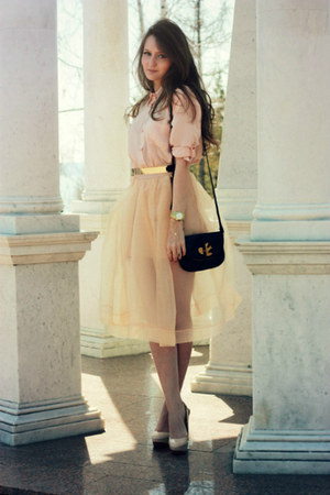 peach cotton Chicwish shirt - black leather Marc by Marc Jacobs bag