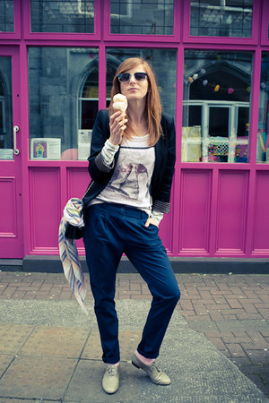 black H&M blazer - navy H&M pants - light pink pull&bear t-shirt
