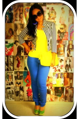 f21 blazer - blue cielo jeans - yellow XOXO bag - black heart shaped f21 ring