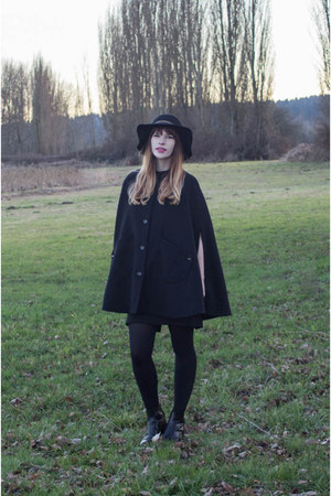 black ALand cape - black madewell boots - black Forever 21 hat