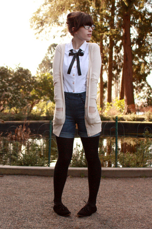 beige H&amp;M cardigan - white second hand top - blue Guess shorts - black gift tigh