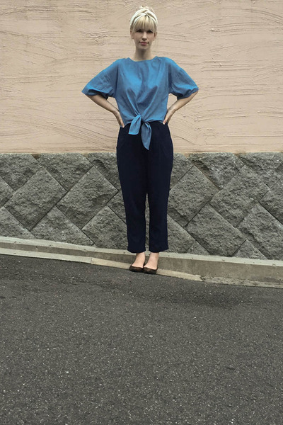 blue Urban Research top - ivory Subway Vendor hair accessory - navy Zara pants