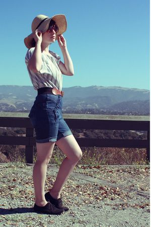 beige Urban Outfitters hat - white thrifted shirt - black thrifted belt - blue G
