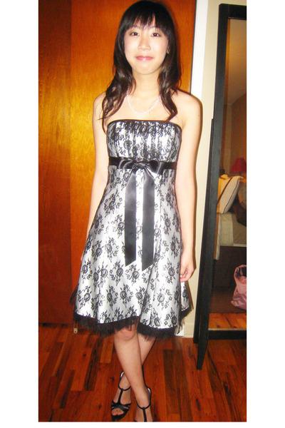 Jessica McClintock dress - Chinese Laundry shoes