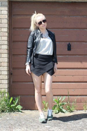street style H&M jacket - chic Zara shorts - trendy New Balance sneakers