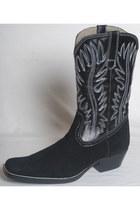 Munir Khamker boots