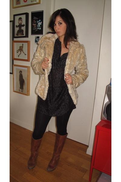 beige fur coat H&M coat - brown boots Pastelle shoes - black cotton H&M leggings