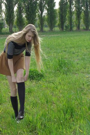 navy vintage sweater - navy vintage socks - bronze American Apparel skirt