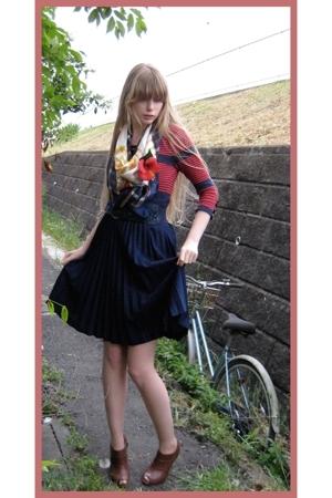 H&M top - vintage skirt - vintage scarf - H&M belt - Zara boots