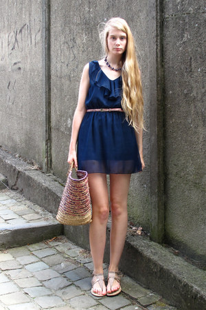 navy arabic market dress - puce vintage bag - silver Zara sandals