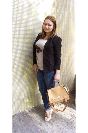cream shoes - navy pull&bear jeans - black blazer - mustard bag - cream t-shirt
