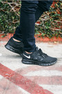 Black-sneakers-nike-shoes-navy-skinny-jeans-dstld-jeans