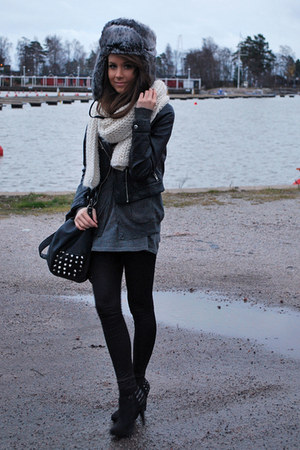 dark gray Zara bag - ivory Zara scarf - black H&M jacket - black Aleksi13 shoes