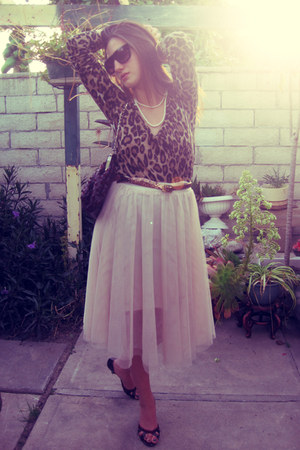 cheetah Zaea t-shirt - beautiful H&M skirt - dark vintage from Ebay heels - gold