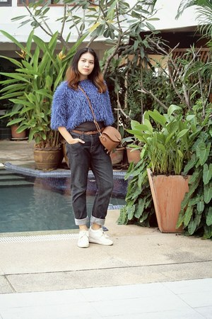 blue Levis Th jeans - blue Zalora TH top - white Robertos sneakers