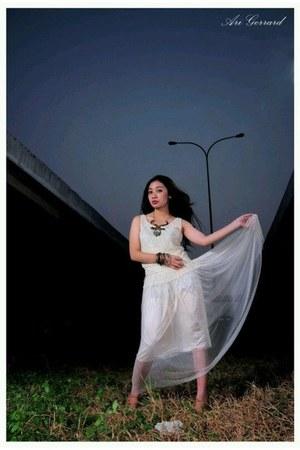 Mang necklace - eggshell Zara dress - Mango bracelet