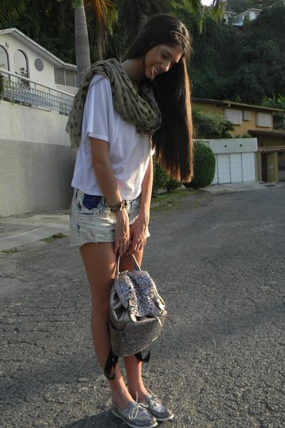 suiteblanco scarf - sperry shoes - suiteblanco shorts - Zara blouse