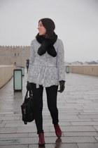 Zara boots - H&M scarf - Mango bag - Mango cardigan