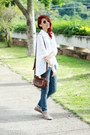 White-cross-chicwish-shirt-brown-levis-bag-beige-round-zerouv-sunglasses