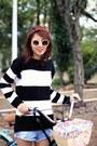 Black-petite-jolie-boots-black-stripes-bad-liten-sweater