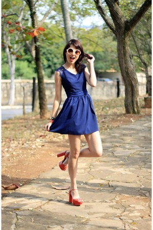 navy Mart of China dress - white zeroUV sunglasses