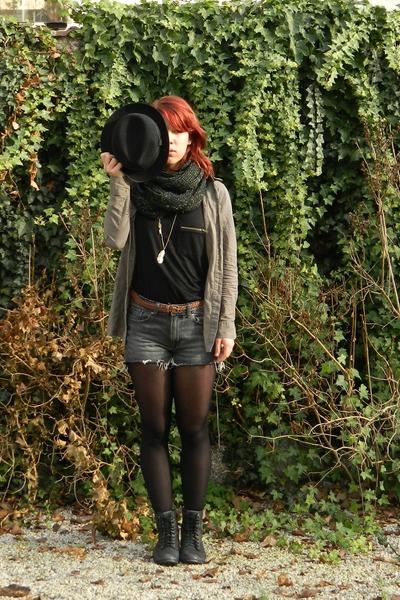 black Buffalo boots - black menswear vintage hat