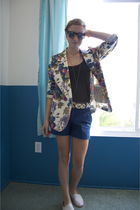 beige thrifted blazer - brown Target belt - blue Zara thrifted shorts - black Am