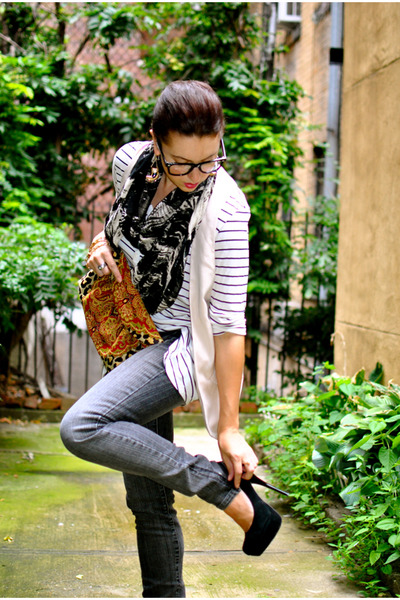 black Urban Outfitters scarf - black Steve Madden shoes - gray Forever 21 jeans