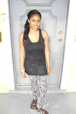 ramdom store leggings - Charlotte Russe shoes - Target t-shirt