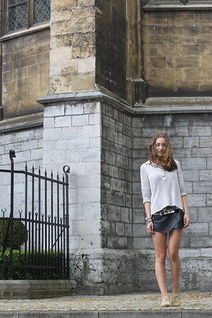 black leather Zara shorts - beige brandy melville sweater
