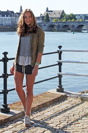 gray acid wash brandy melville shorts - olive green parka Bershka jacket