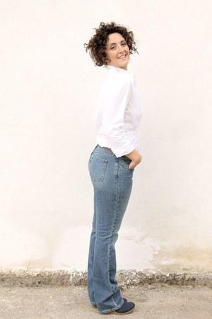 blue curve id Levis jeans - white shirt