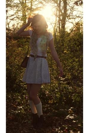 vintage accessories - vintage skirt - petit-bateau t-shirt