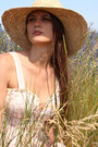 Beige-straw-hat-nine-west-hat-light-pink-floral-print-vintage-dress