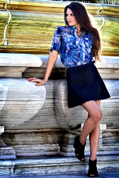 silk tie dye BCBG top - faux leather BCBG skirt