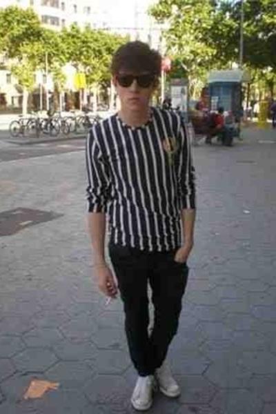 Wayfarer sunglasses - Batallata t-shirt - Cheap Monday jeans - Converse shoes