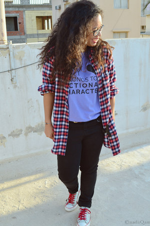 red gifted shirt - aquamarine Converse shoes - black Bershka jeans