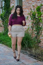 tan shorts - maroon top - maroon heels