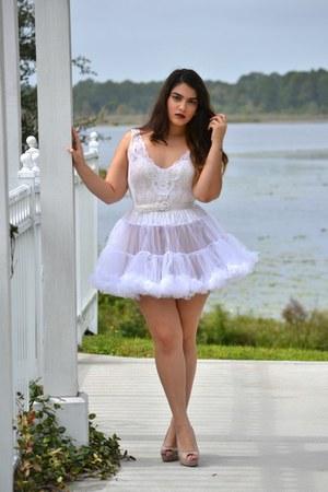 white skirt - eggshell intimate - tan heels