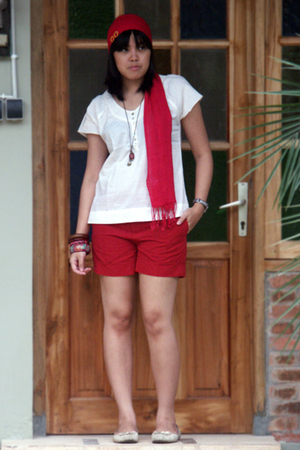 beige arnessio blouse - red arnessio shorts - red rubi scarf - white Marie Clair