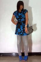 blue random blouse - gray Logo jeans - blue belle shoes - gray Zara purse