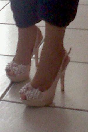 ring stones pink heels