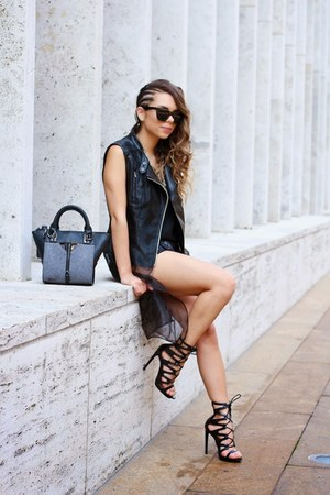 black strappy Shoedazzle shoes - black Danielle Nicole bag