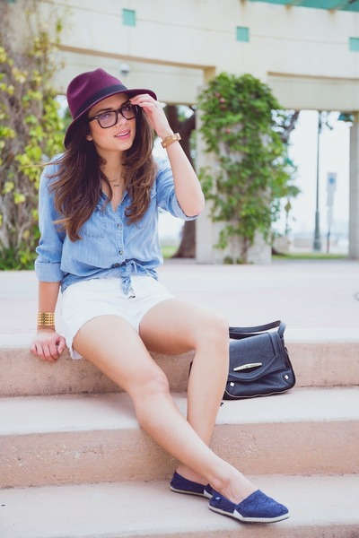 navy Ocean Minded shoes - ivory abercrombie and fitch shirt - white Levis shorts