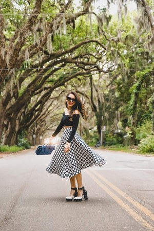 black Dailylook top - white Circus by Sam Edelman shoes