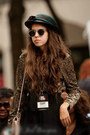 Black-vintage-hat-neutral-globo-bag-black-vintage-sunglasses