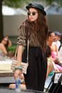 Black-vintage-hat-neutral-globo-bag-black-vintage-sunglasses